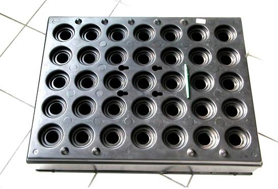 Vassoio termoformato per manufatti meccanici di alta precisione