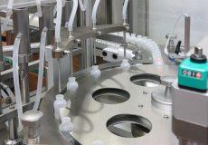Macchina automatica riempimento e chiusura per prodotti farmaceuti e cosmetici ML646