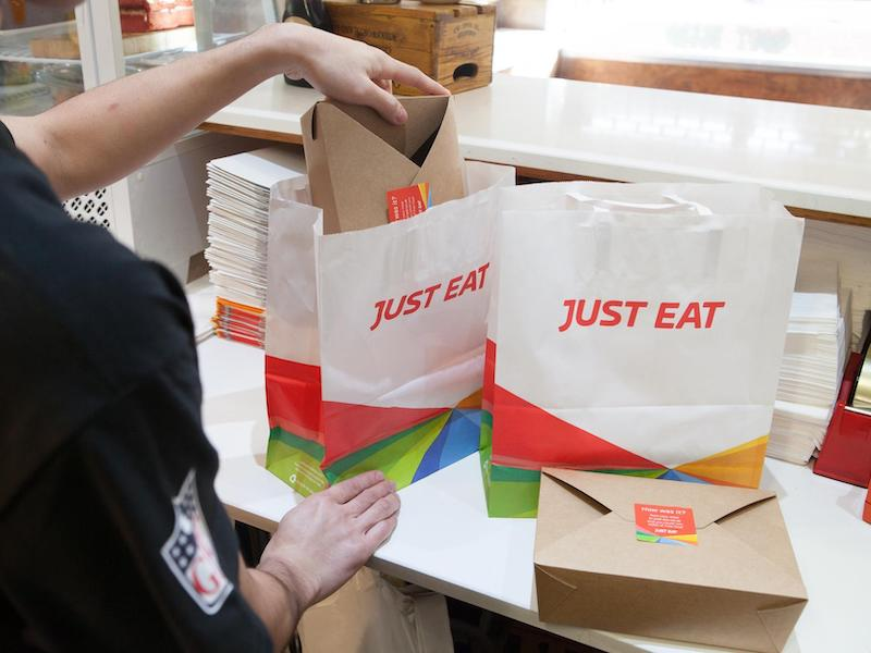 nuovo pack in materiale biodegradabile e computabile per just eat