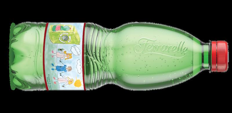 Ferrarelle limited edition bottiglia in plastica riciclata con etichette personalizzate